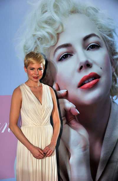 Golden Globe Award winning actress Michelle Williams of the US smiles upon  arriving at the Japanese premiere of her movie