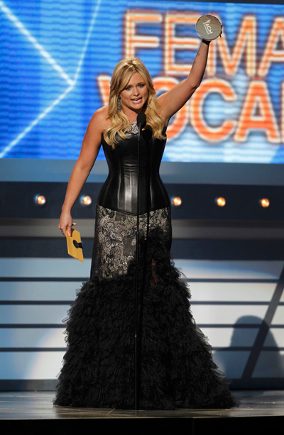 Country music awards emirates 24 7 for Academy of country music award for video of the year