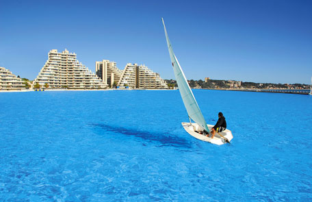 World s largest pool coming up in egypt emirates 24 7 for Crystal water piscinas