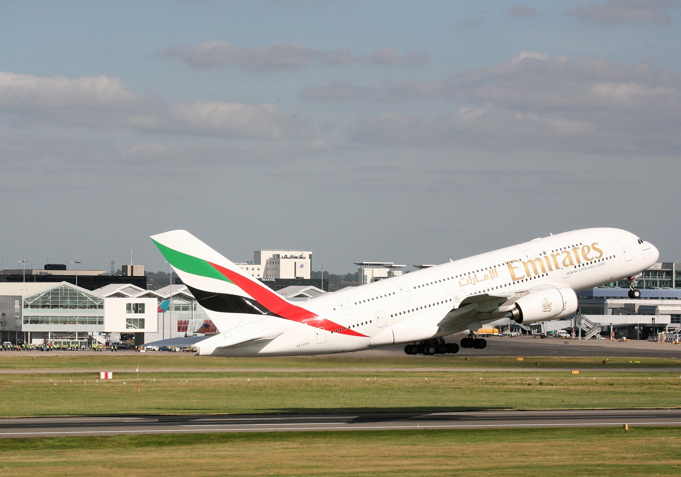 Emirates offers free tickets with visit visa emirates 24 7 - Emirates airlines paris office ...