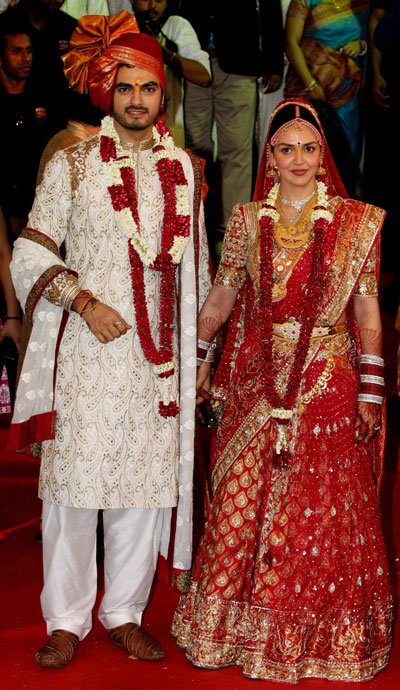 Wedding Pictures Of Bollywood Stars http://www.emirates247.com/news-in-images/bollywood-bride-esha-deol-2012-07-01-1.465170