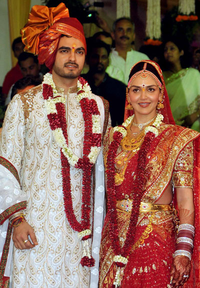 Indian Bollywood Actress Esha Deol R And Groom Bharat Takhtani Pose During Their Wedding In Mumbai Afp