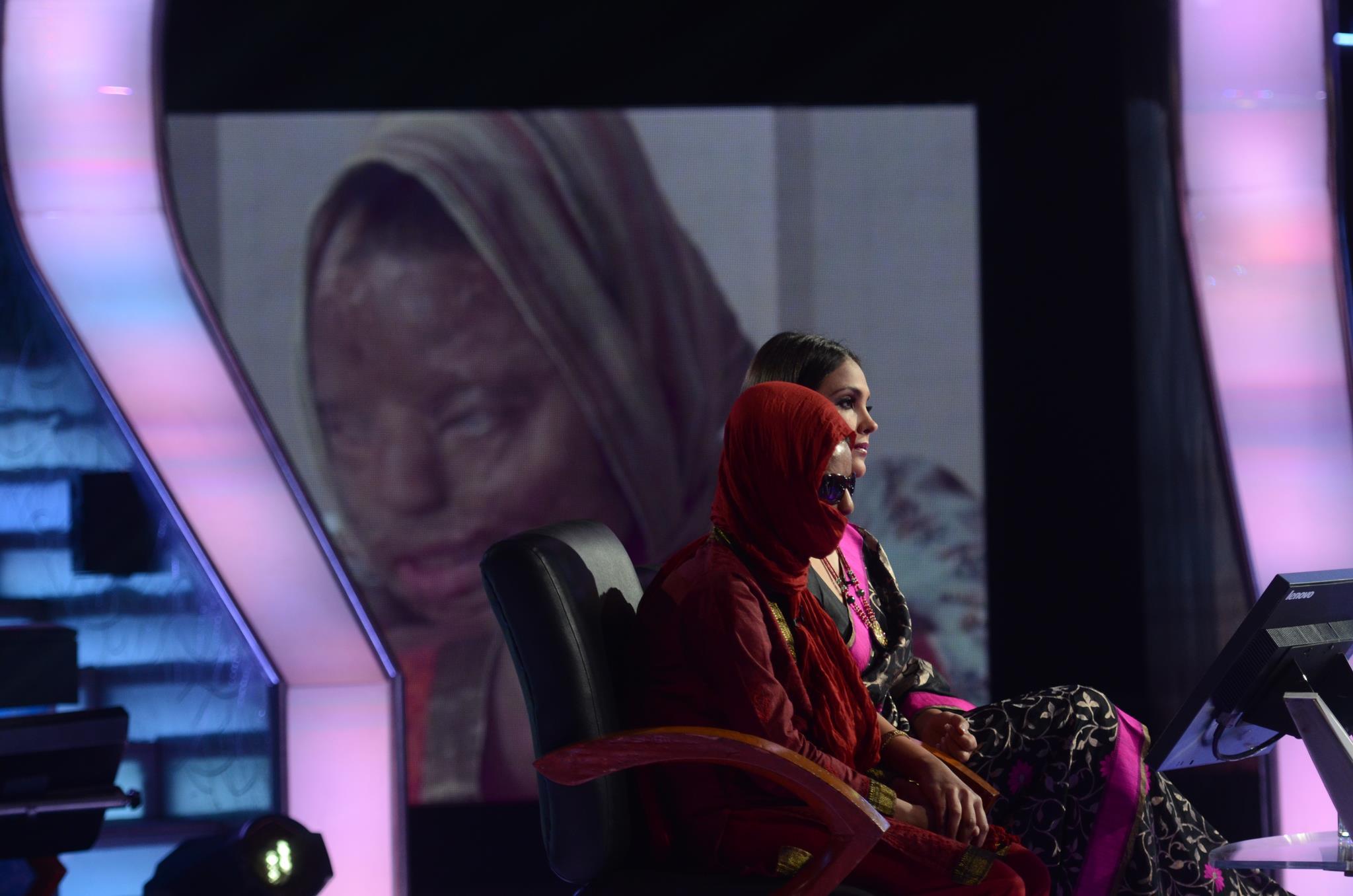 Emotional Amitabh Bachchan lauds acid attack victim on KBC