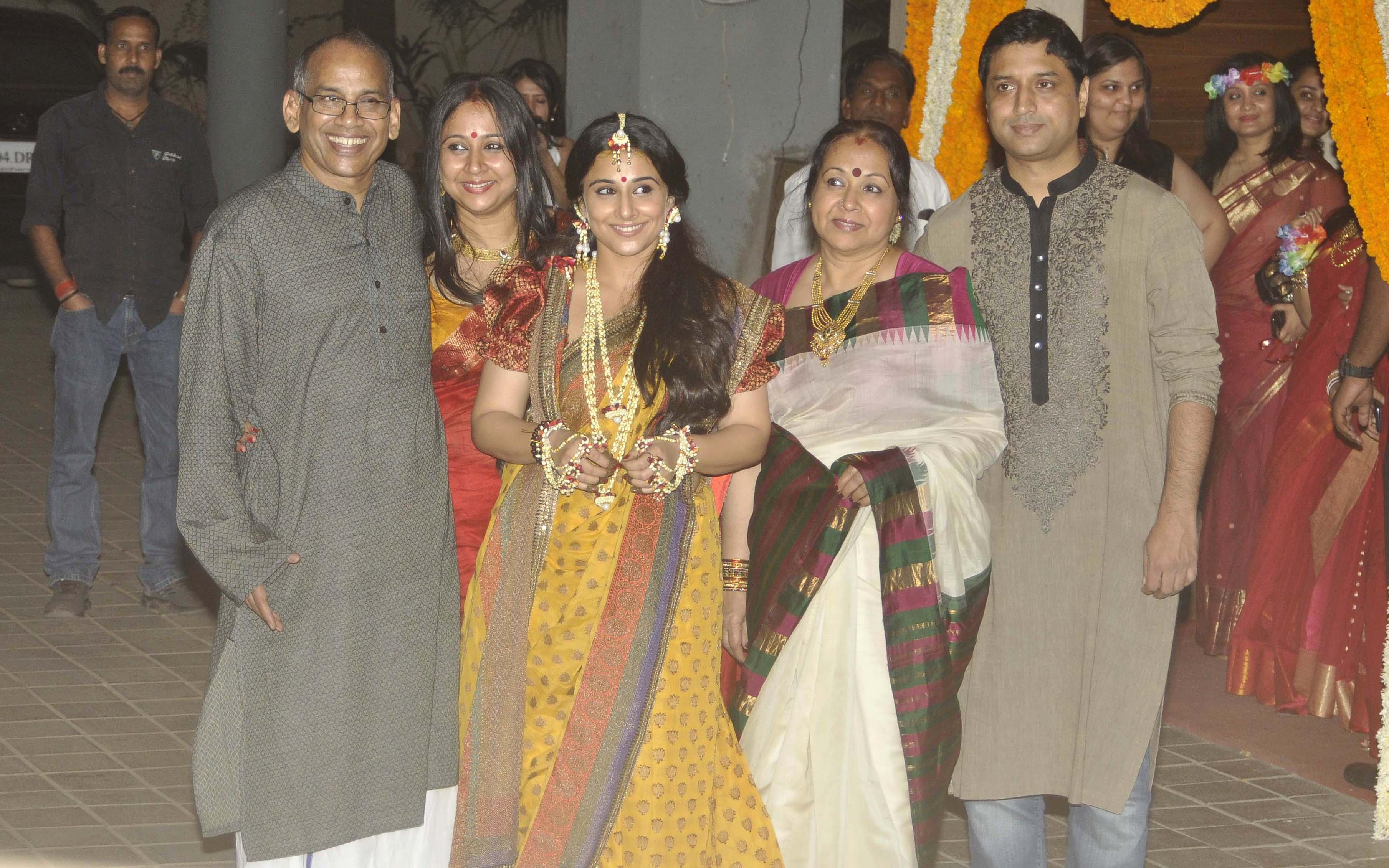 Bollywood Wedding Vidya Balan Mehendi Pics Emirates247