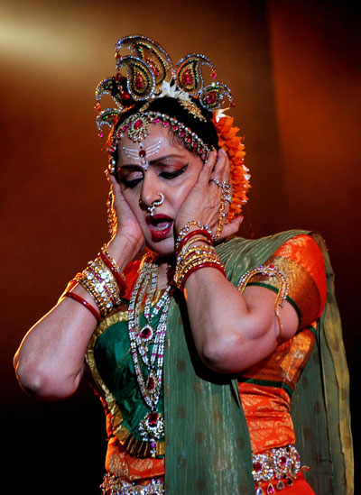 bharatanatyam-bollywood-actress-hema-malini-robber