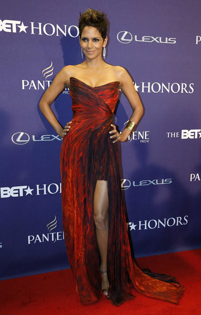 Red Carpet Stunners Halle Berry Alicia Keys Emirates24 7