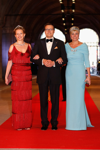 Prince Charles at Dutch Queens abdication party - News in