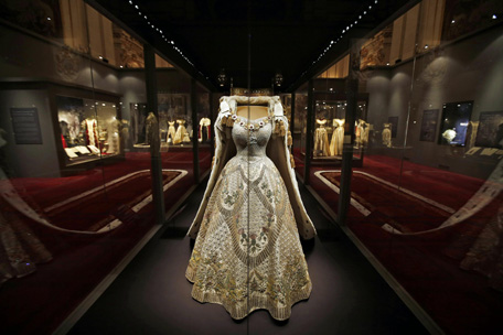 Buckingham palace hosts exhibition of the dresses the - Is there a swimming pool in buckingham palace ...