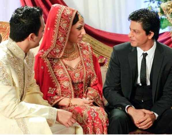 Khan Was Also Photographed Making A Conversation With The Bride And Groom