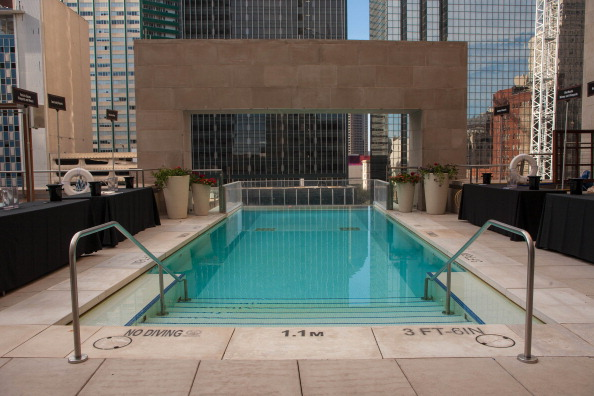 10 amazing swimming pools from world over emirates 24 7 for Hotels in dallas with indoor pools