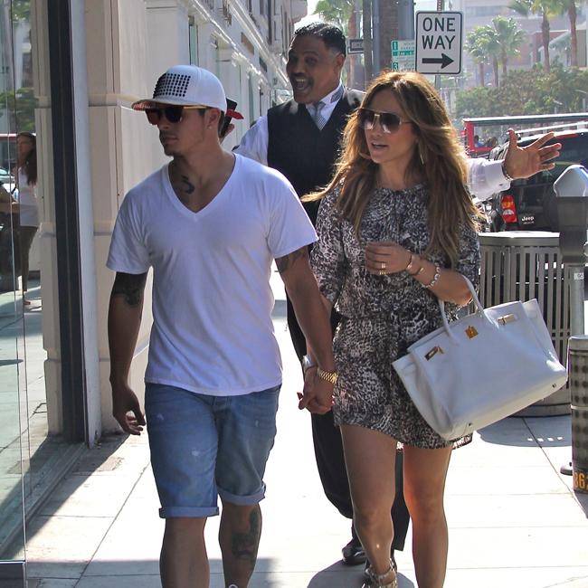 Jennifer Lopez Lets Casper Smart Keep Gifts - Emirates 24