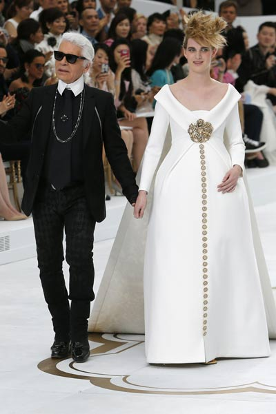 Chanel couture: Pregnant models and Kristen Stewart ...