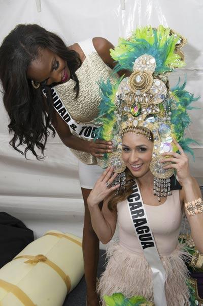 miss universe miss lanka sparkles funky headwear