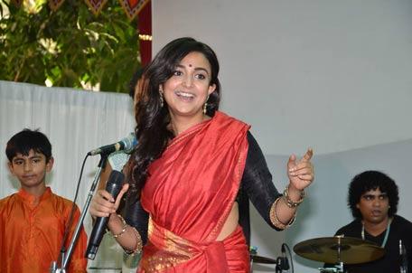 Monali Thakur Husband Divas worship: priyanka chopra and illeana ...