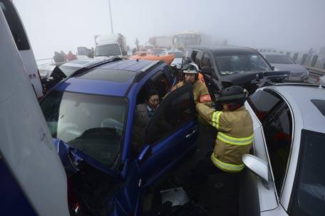 100 Car Pile Up 2 Dead 42 Injured