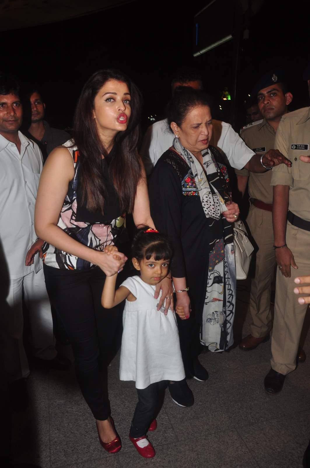 Aishwaryas Disney Princess Party For Aaradhya Emirates247