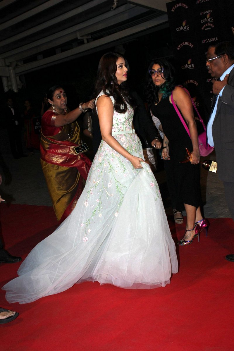 Stardust Awards: Queen Aishwarya Rai is back with a bang - Emirates24|7