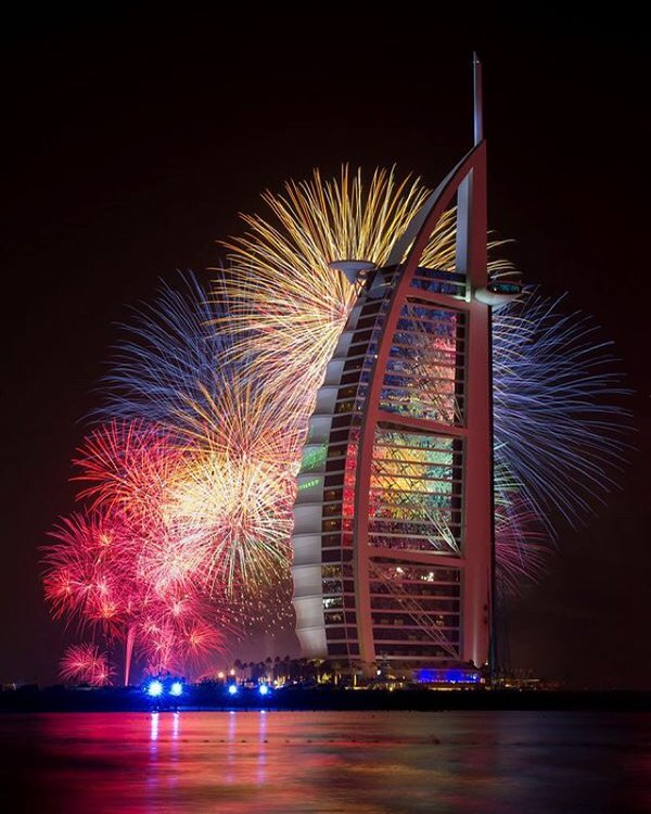Happy New Year: Dubai Rings In 2016 With Spectacular