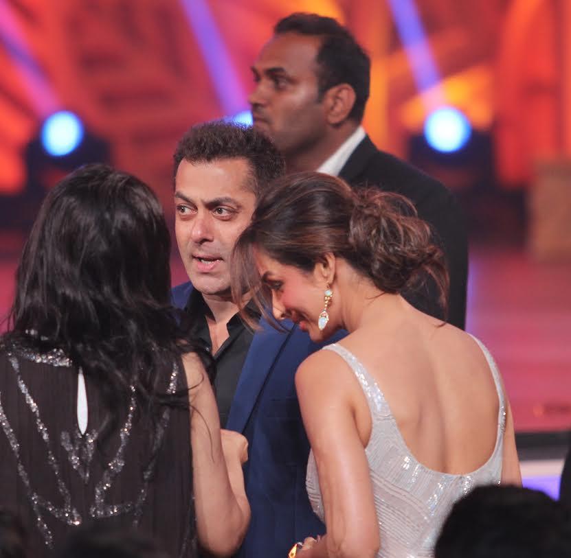 Colors Golden Petal Awards 2016: Golden Petal Awards 2016: Salman, Malaika Show Family
