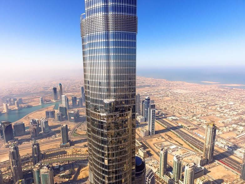 free visit to dubai 39 s burj khalifa level 125 emirates 24 7. Black Bedroom Furniture Sets. Home Design Ideas