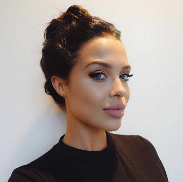 Angelina Jolie's doppelganger: Kylie Jenner's model ... Angelina Jolie Instagram