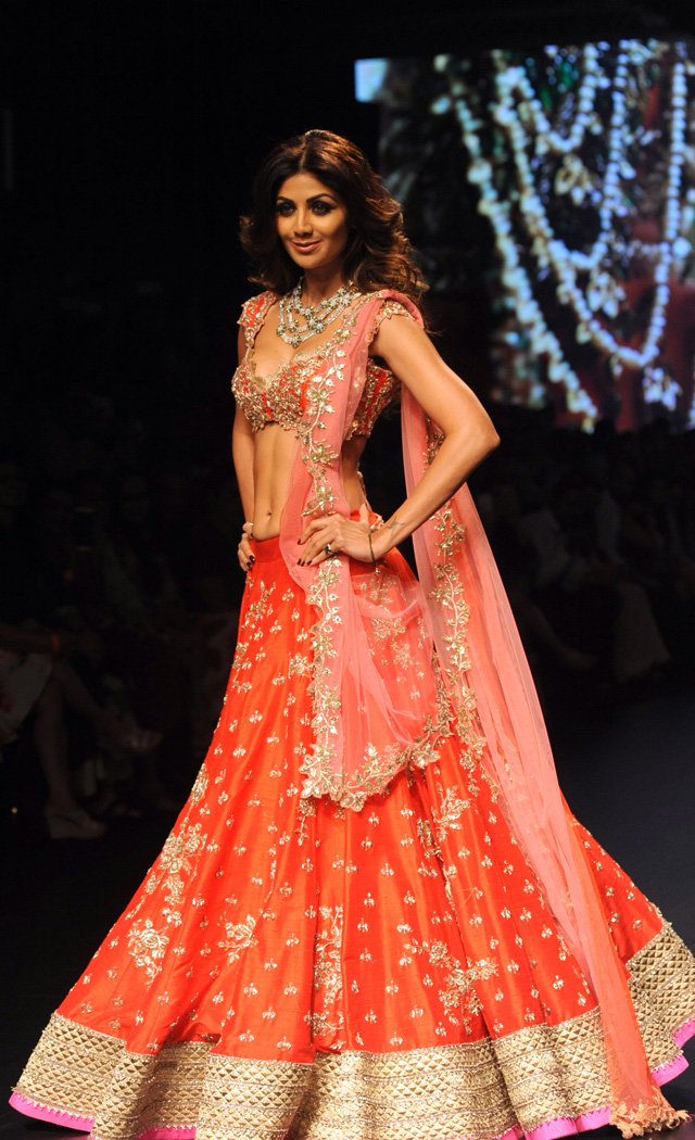 Bollywood stars at Lakme Fashion Week - News in Images ...