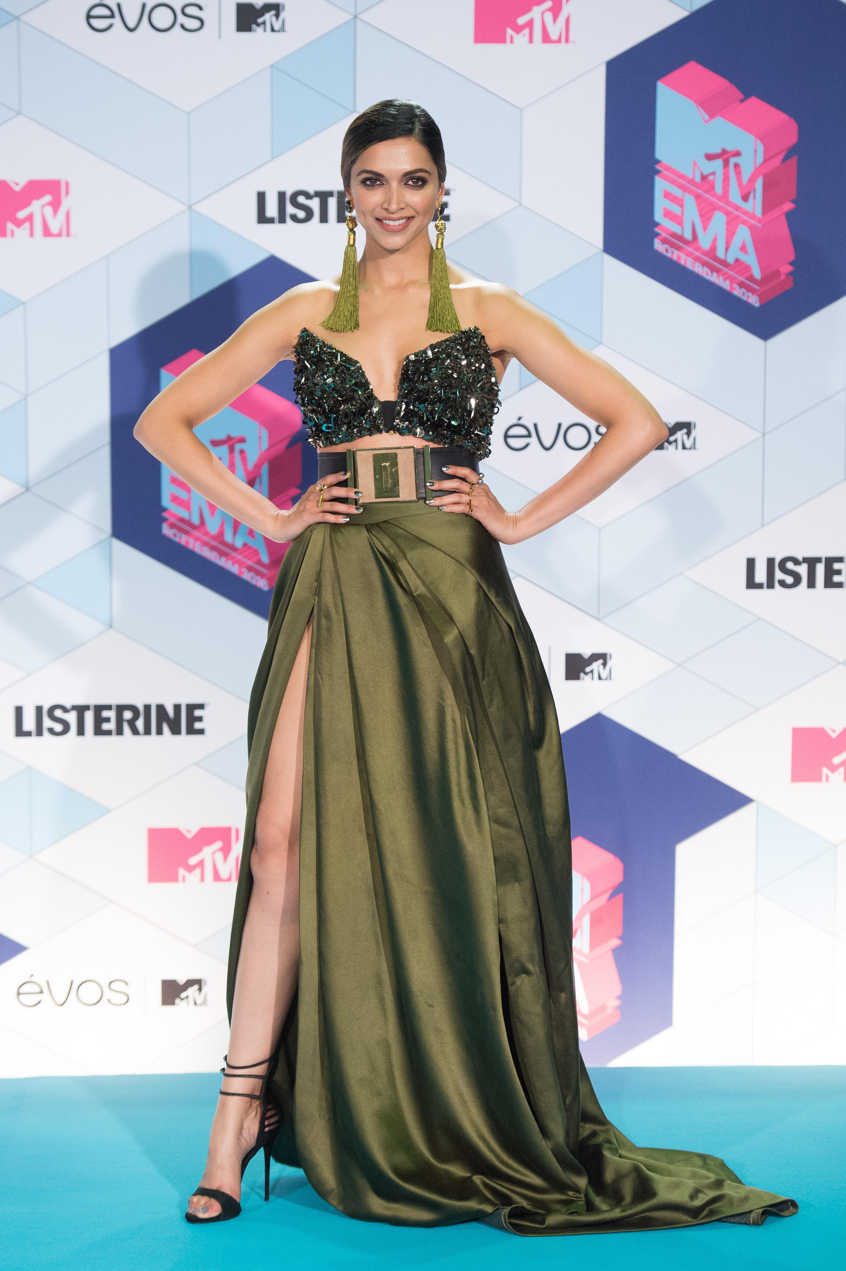 Deepika padukone poses in the winner s room at the mtv europe music