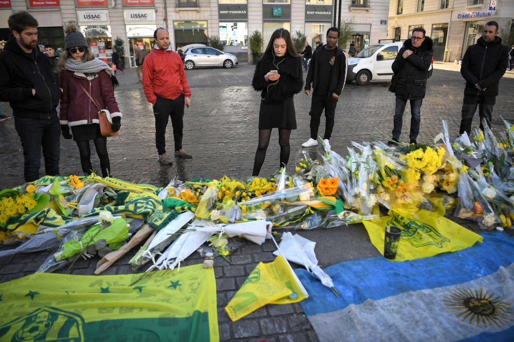 Argentina asks Britain, France to resume Sala plane search