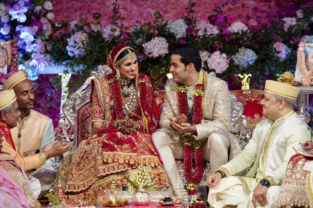 Iswarya Rai Wedding.Akash Ambani And Shloka Mehta Wedding Srk Priyanka Chopra